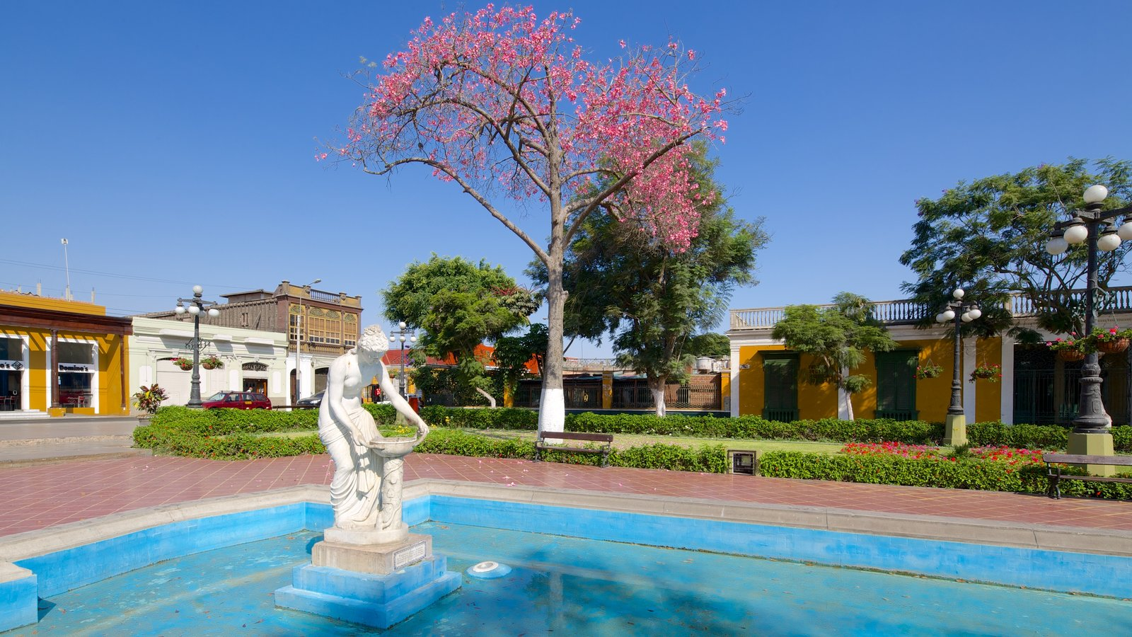 Barranco which includes art, a city and a fountain