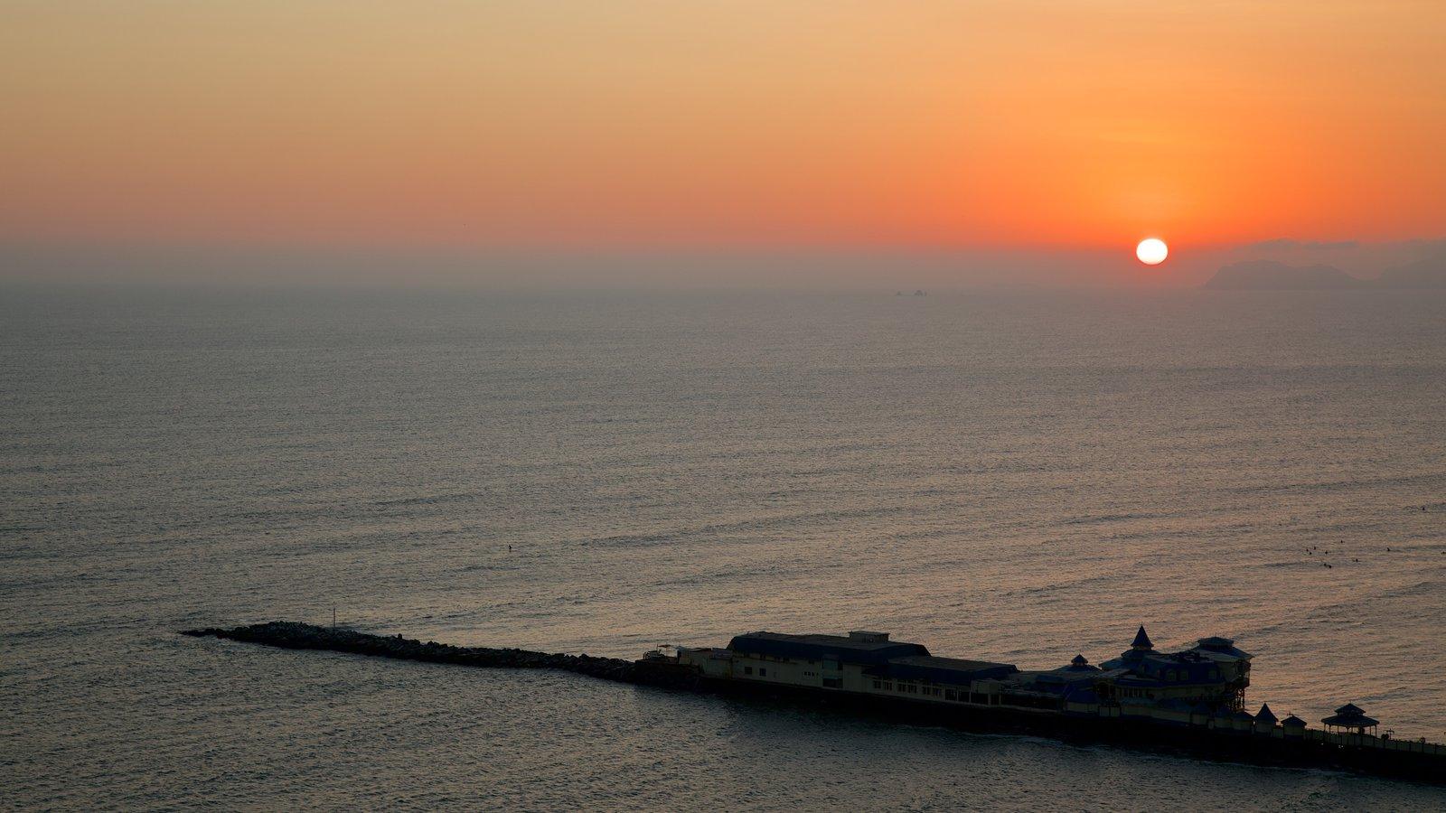 Lima mostrando paisagens litorâneas e um pôr do sol