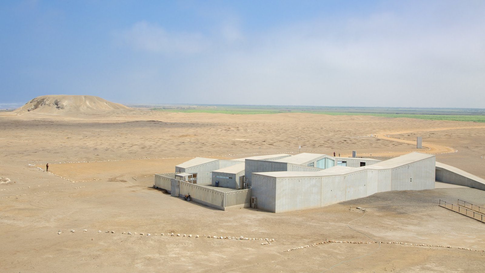 El Brujo which includes tranquil scenes, landscape views and desert views