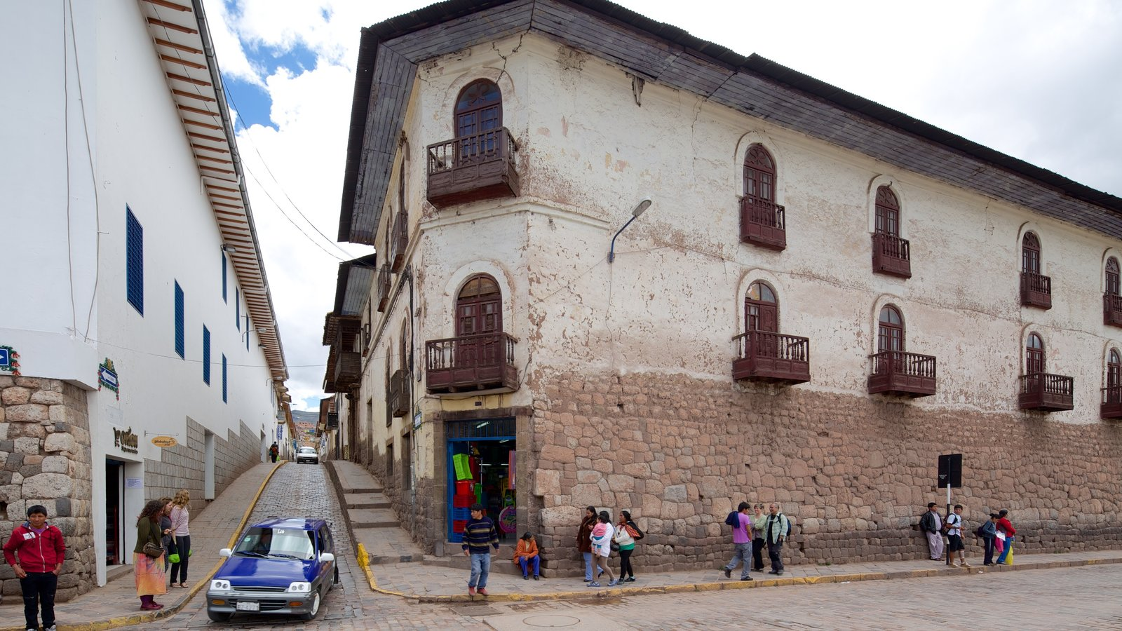 Cusco which includes street scenes as well as a large group of people