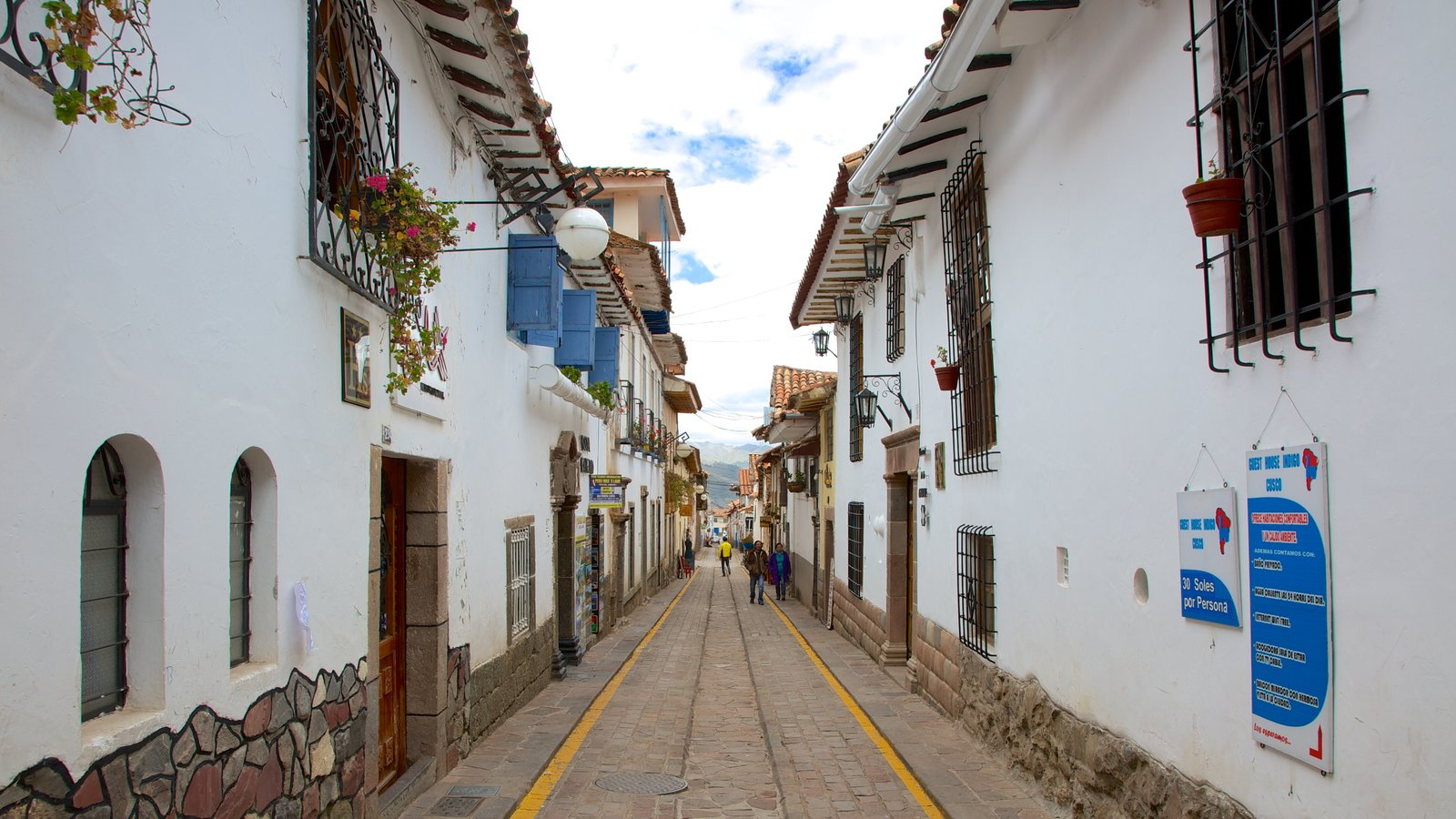 Cusco showing street scenes