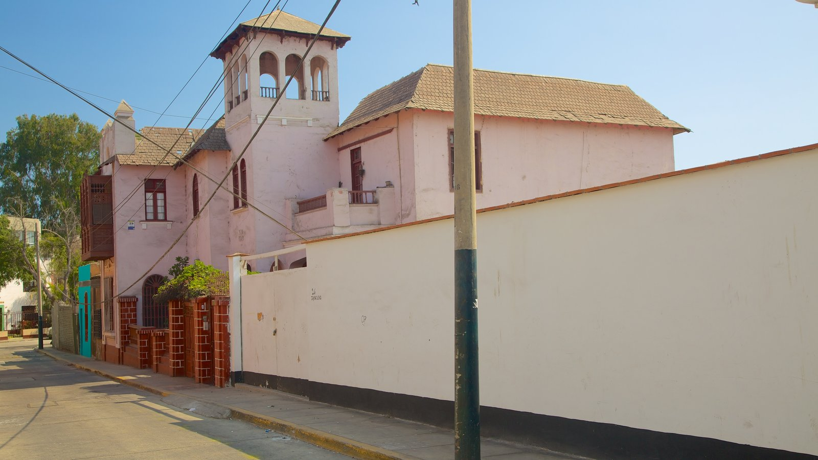 Barranco featuring street scenes
