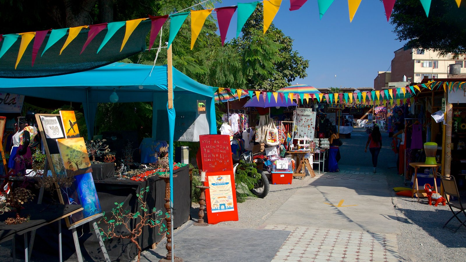 Barranco which includes markets and street scenes