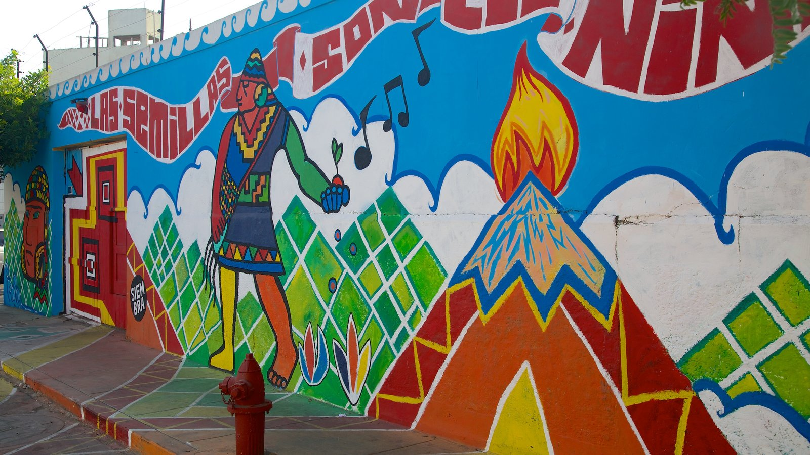 Barranco which includes street scenes and outdoor art