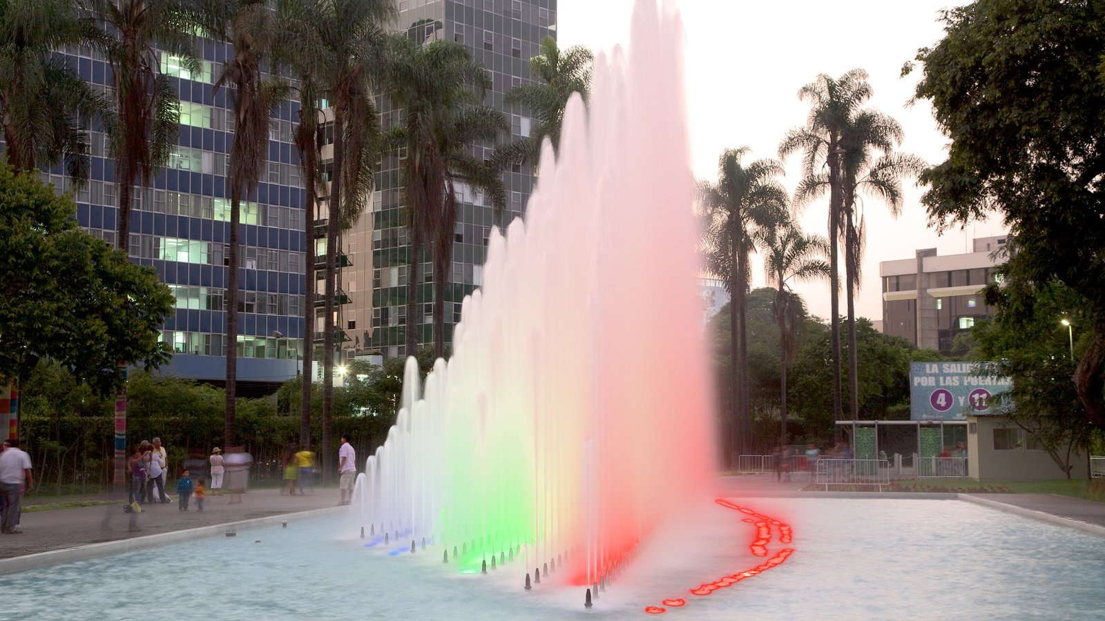 Exposition Park showing a fountain