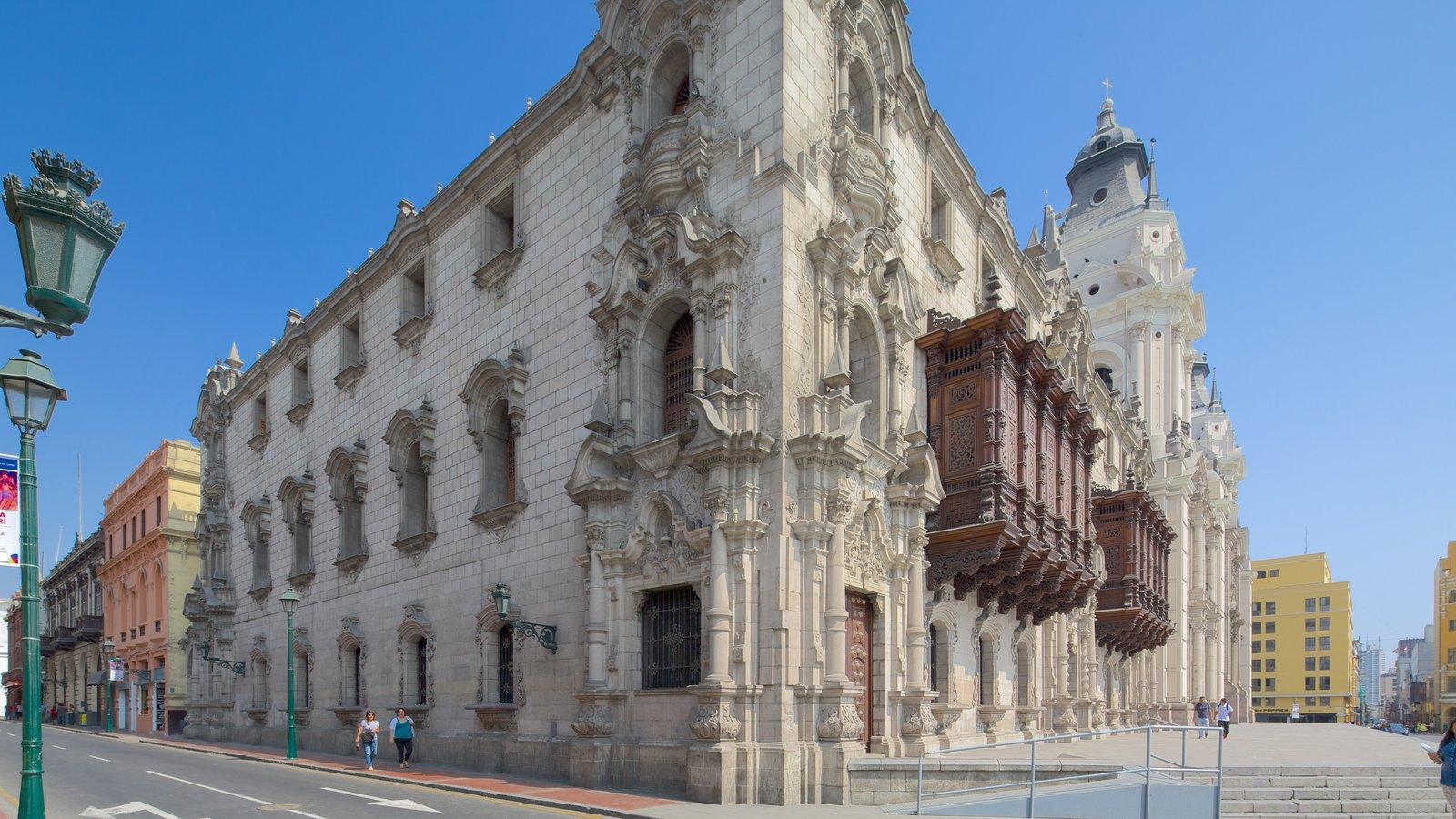Plaza Mayor que inclui cenas de rua e arquitetura de patrimônio
