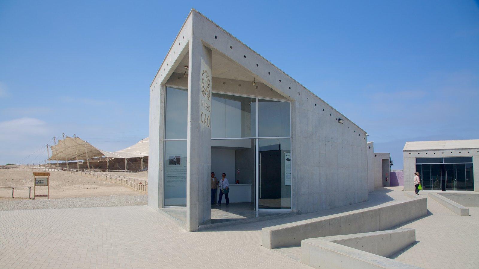 El Brujo which includes modern architecture