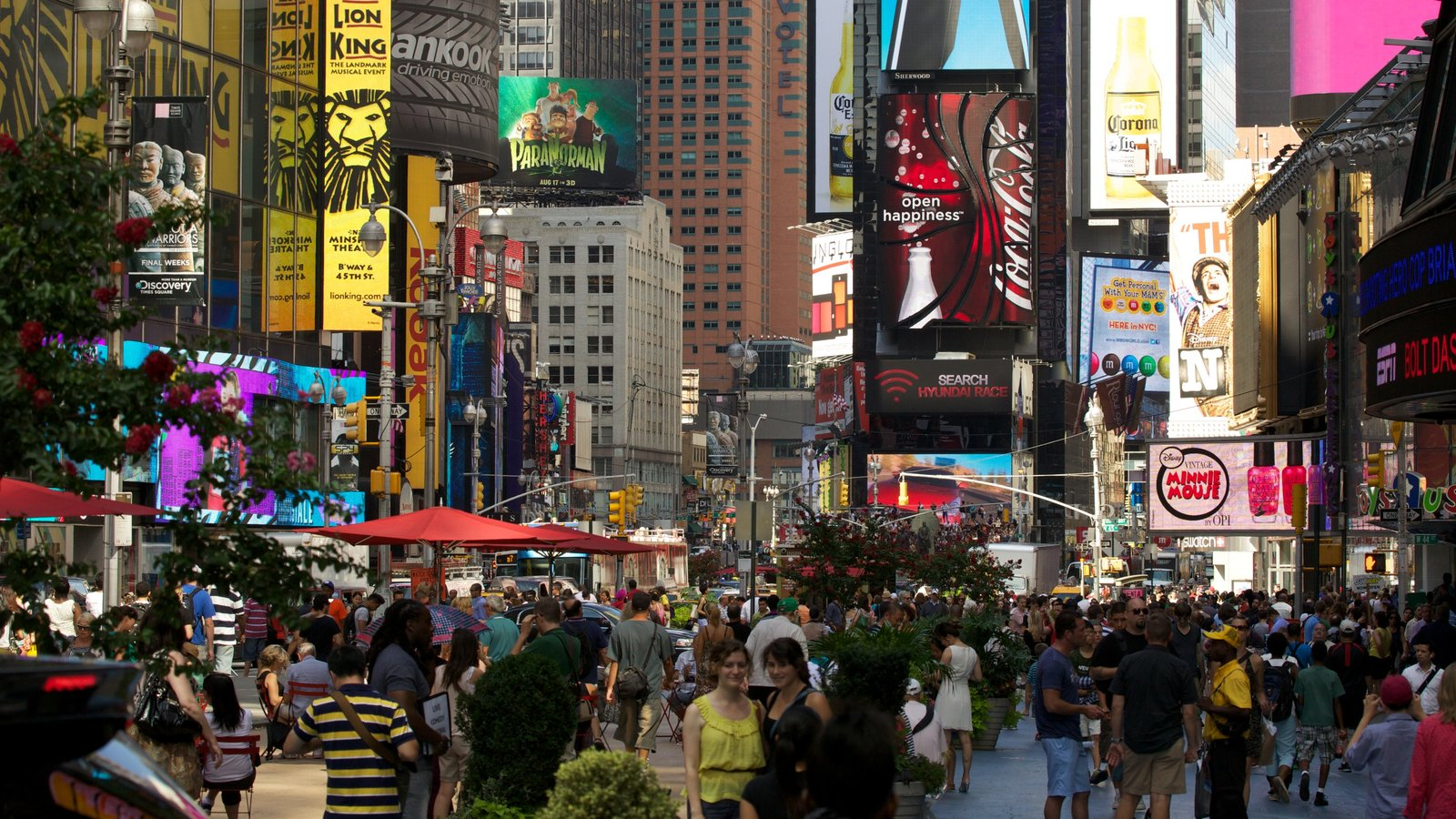 Times Square mostrando uma cidade, paisagens da cidade e cenas de rua