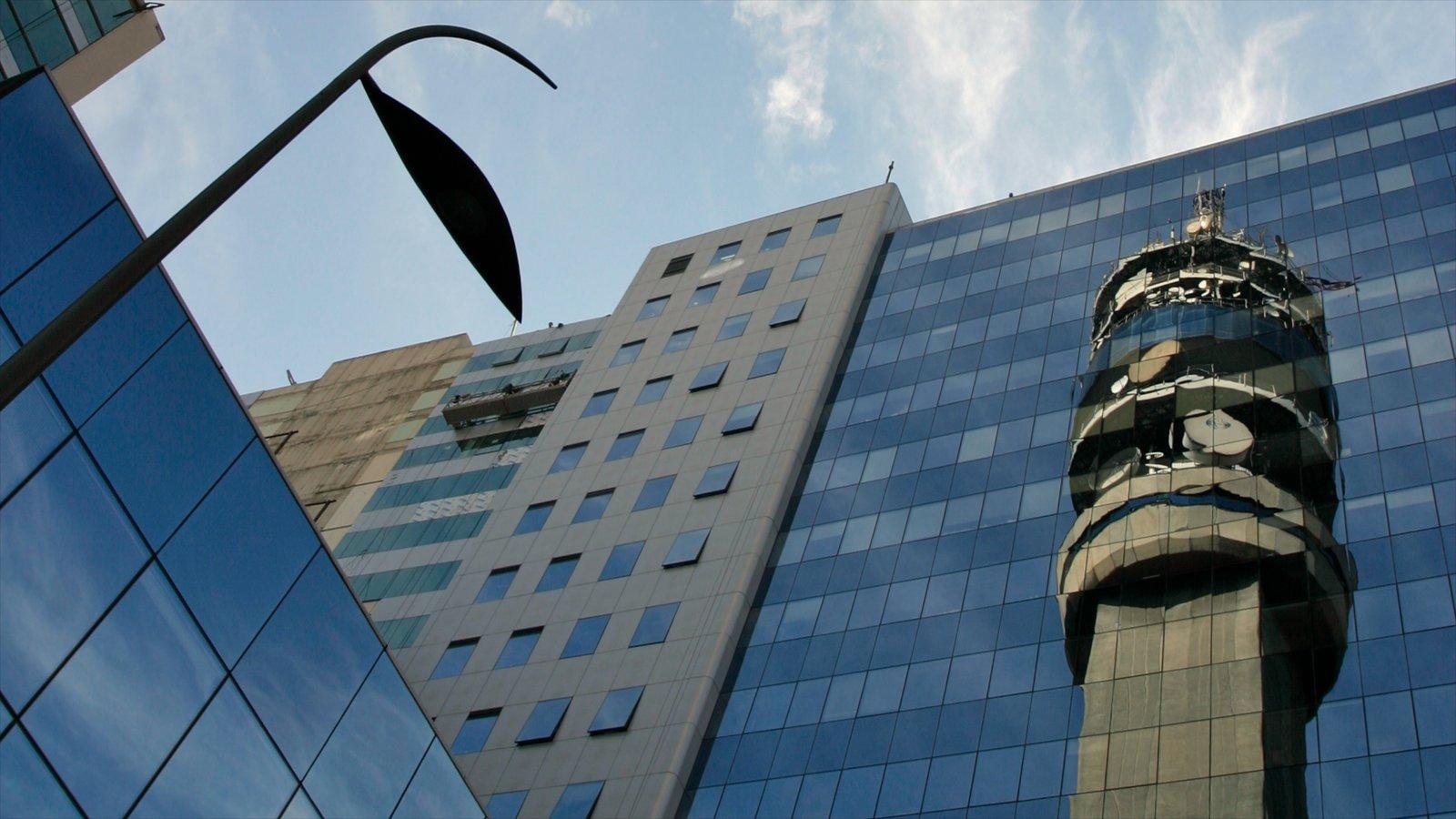 Santiago caracterizando distrito comercial central, um edifício e uma cidade