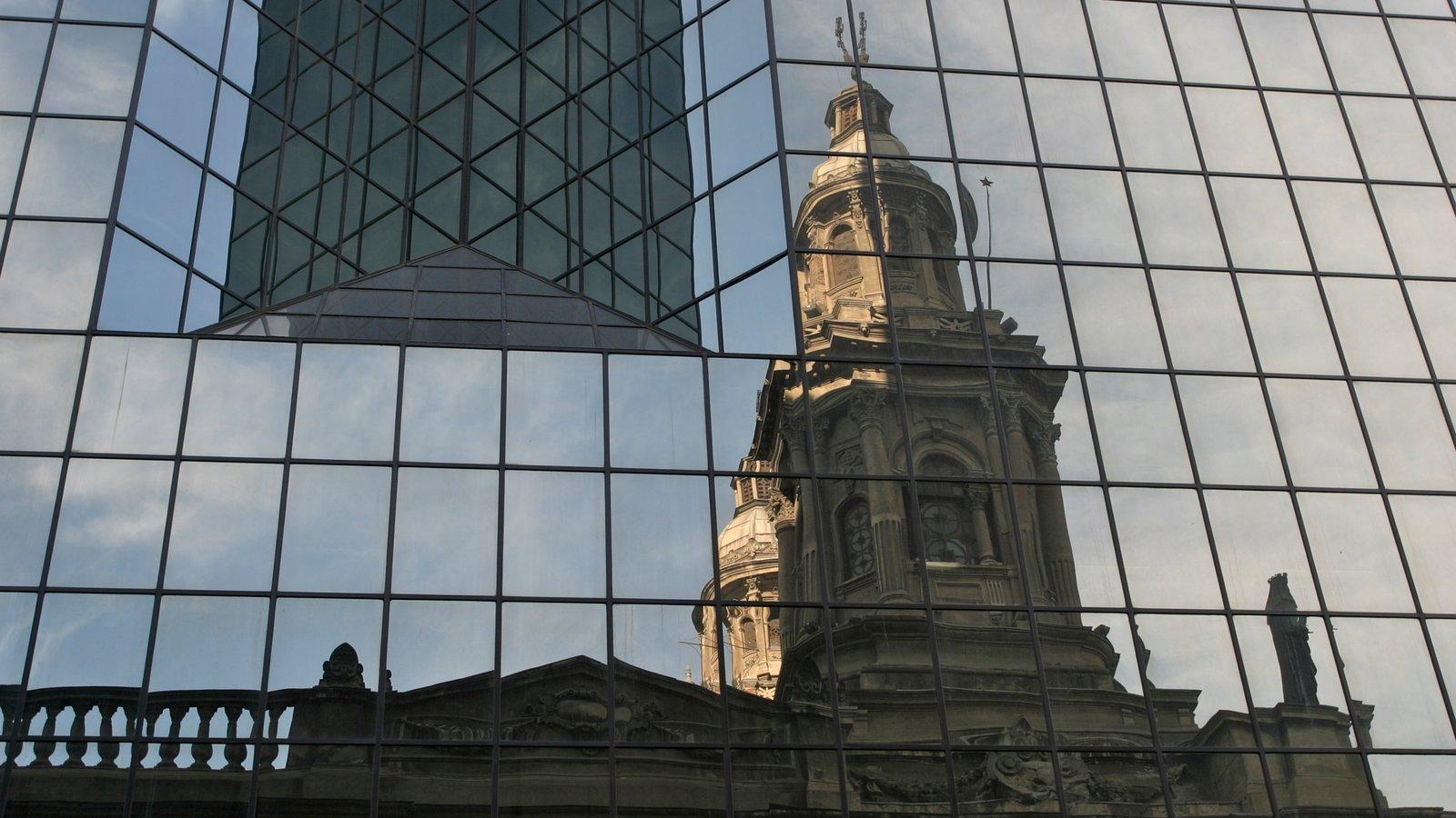 Santiago caracterizando arquitetura de patrimônio e arquitetura moderna