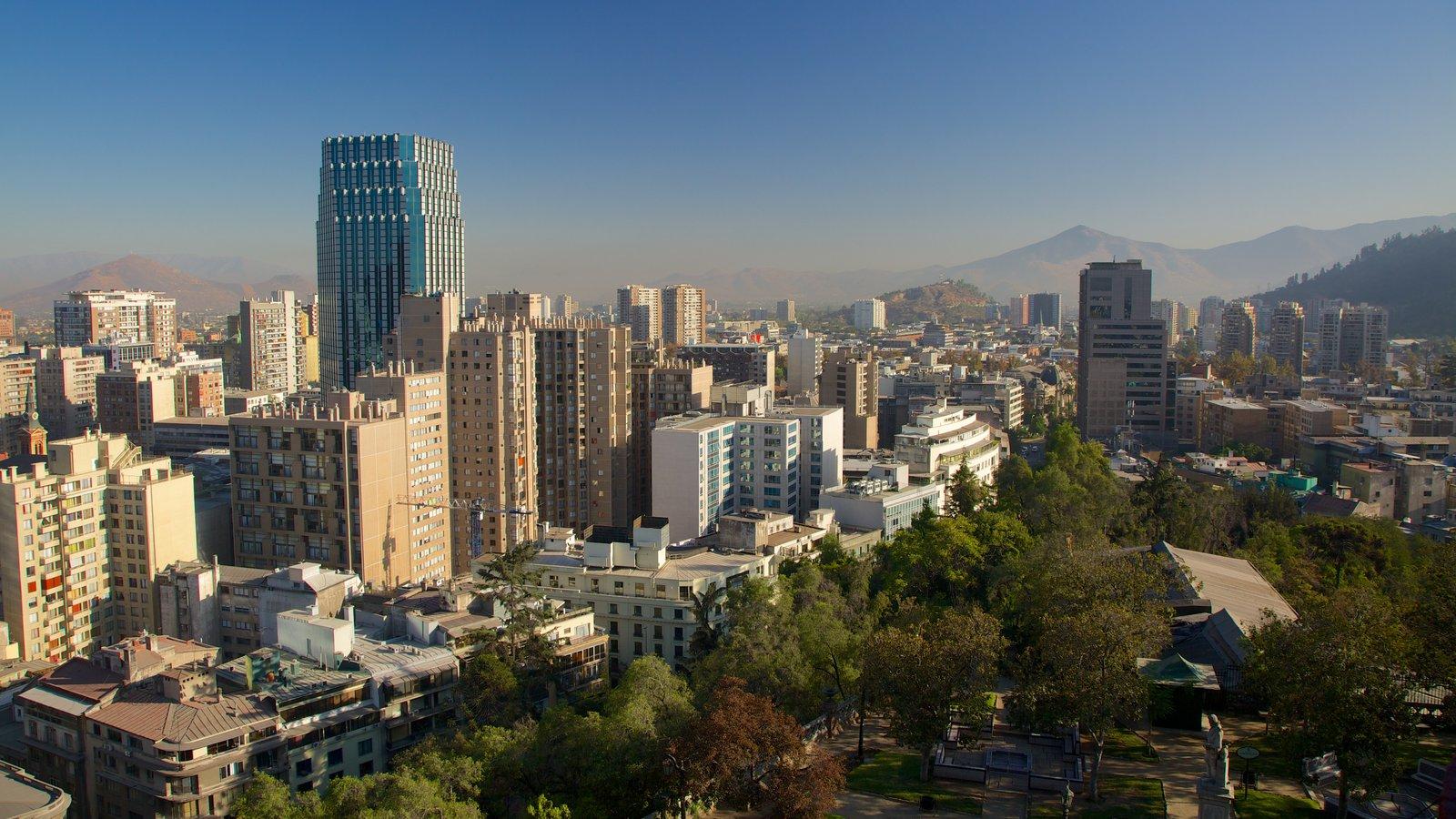 Cerro Santa Lucia mostrando cbd e uma cidade