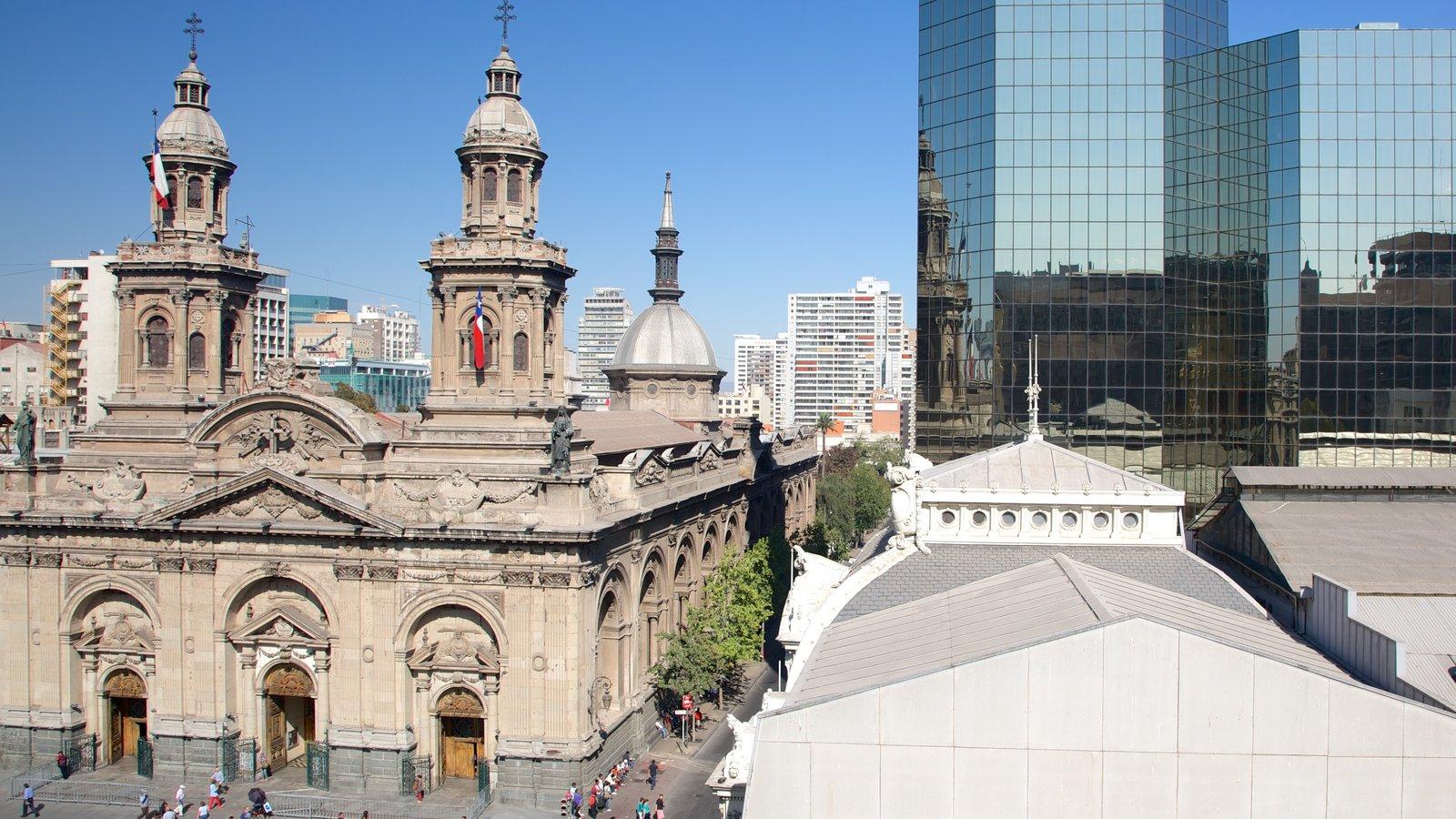 Museu de História Nacional mostrando distrito comercial central, uma igreja ou catedral e arquitetura de patrimônio