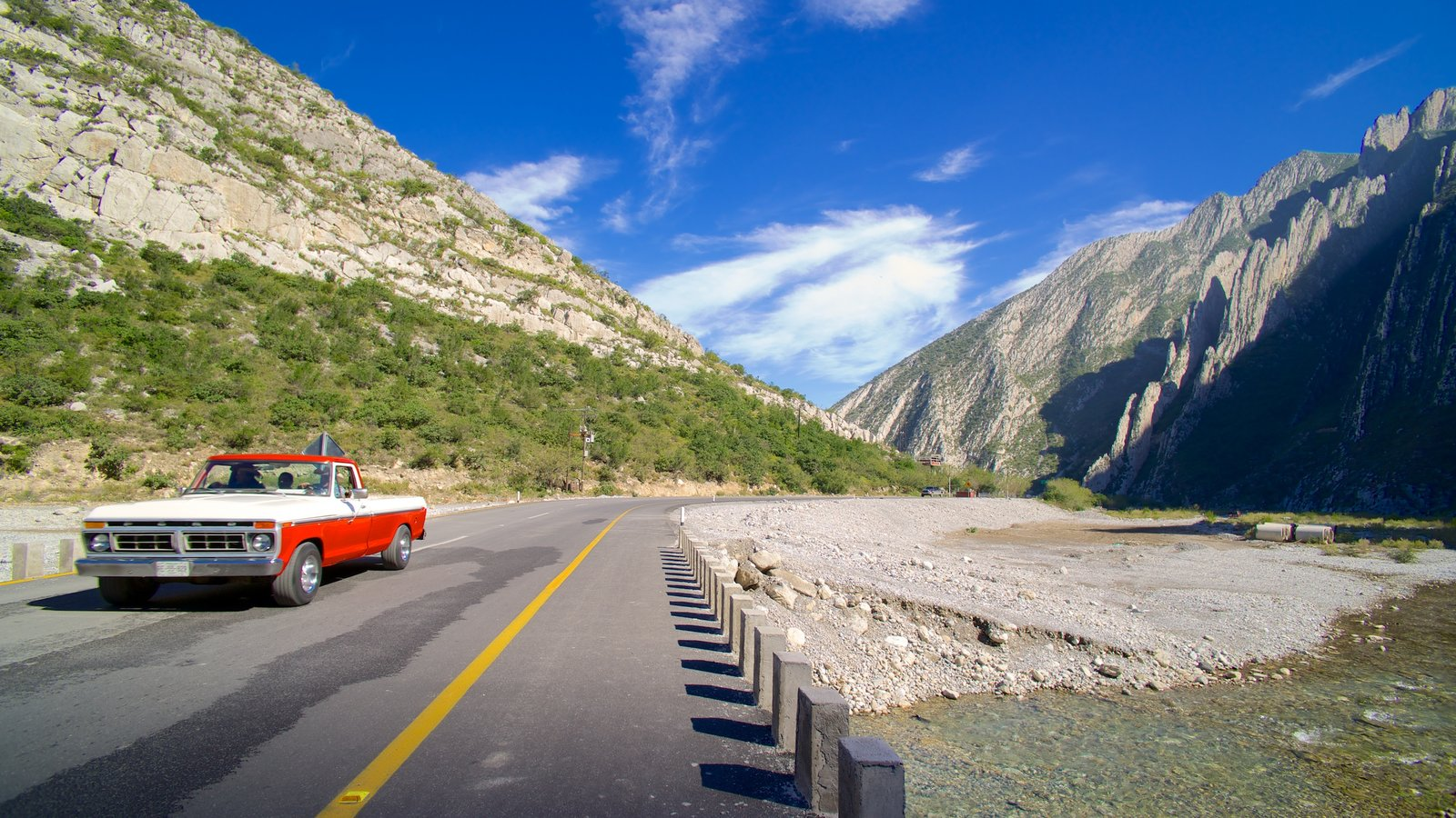 Canon de la Huasteca showing vehicle touring