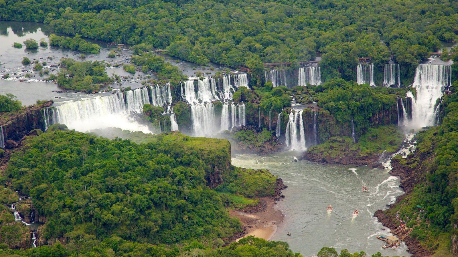 Foz do Iguaçu caracterizando um lago ou charco, uma cachoeira e cenas de floresta