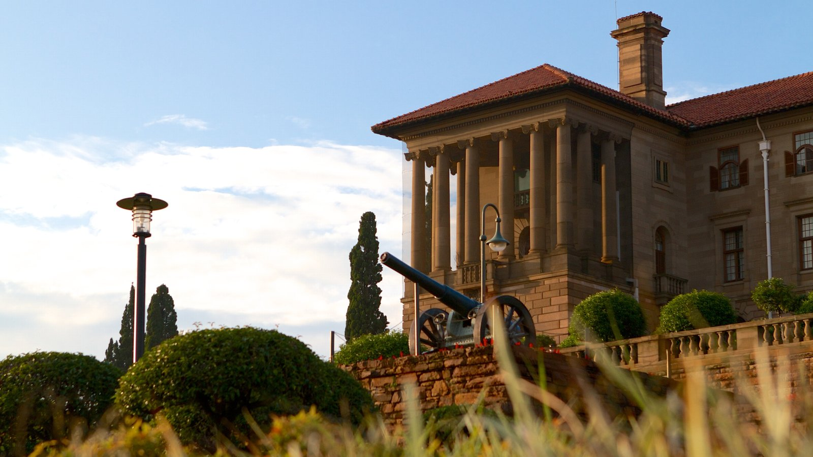 Union Buildings showing military items, an administrative buidling and heritage architecture