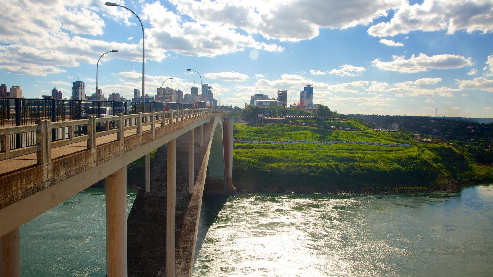 Ponte da Amizade que inclui paisagem, uma cidade e uma ponte