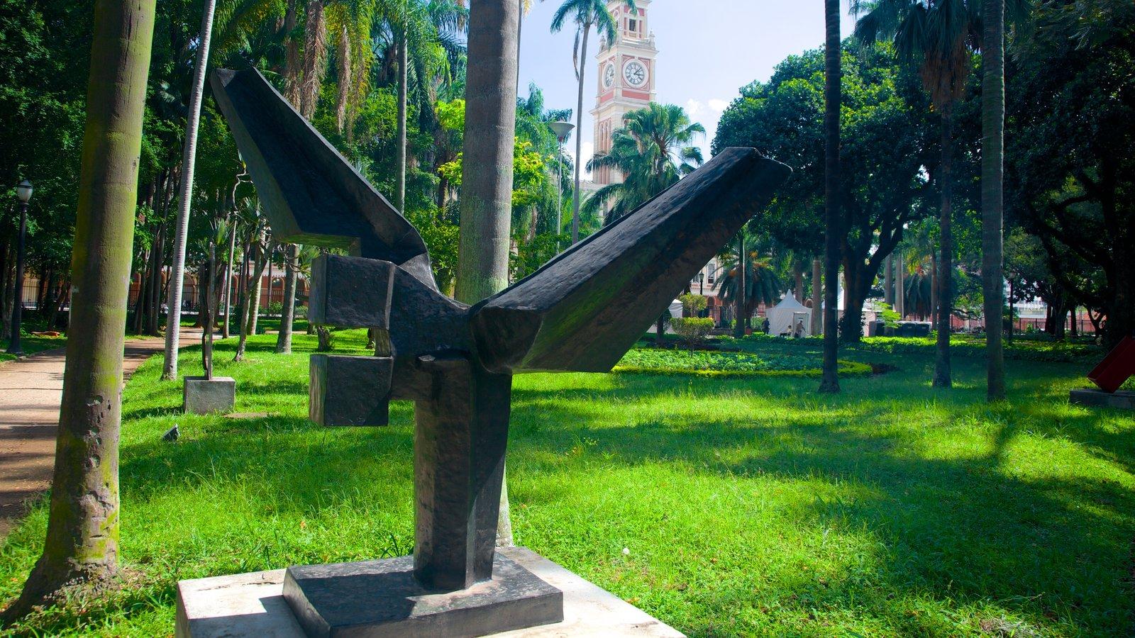 Itajaí que inclui uma estátua ou escultura, um parque e arte ao ar livre