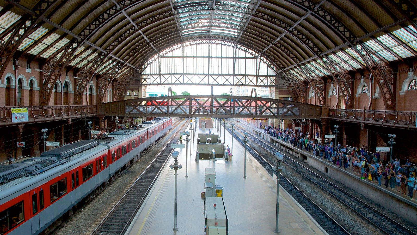 Itajaí que inclui itens de ferrovia, uma cidade e vistas internas