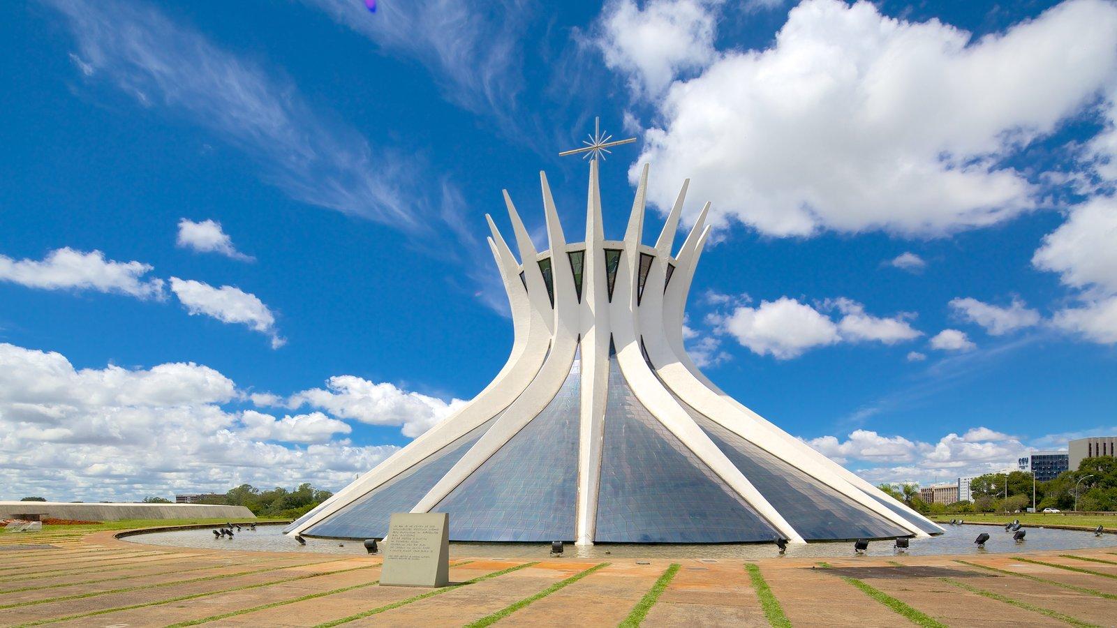 Brasília mostrando elementos religiosos, arquitetura moderna e uma igreja ou catedral