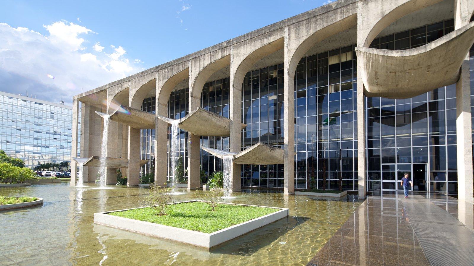Palácio de Justiça mostrando arquitetura moderna e uma cidade