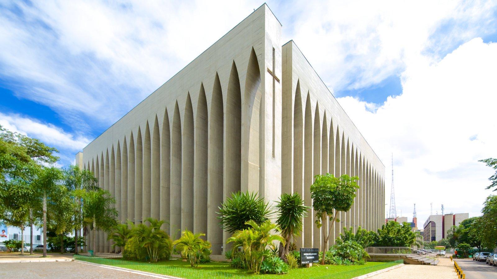Santuário Dom Bosco que inclui uma cidade, cenas de rua e arquitetura moderna