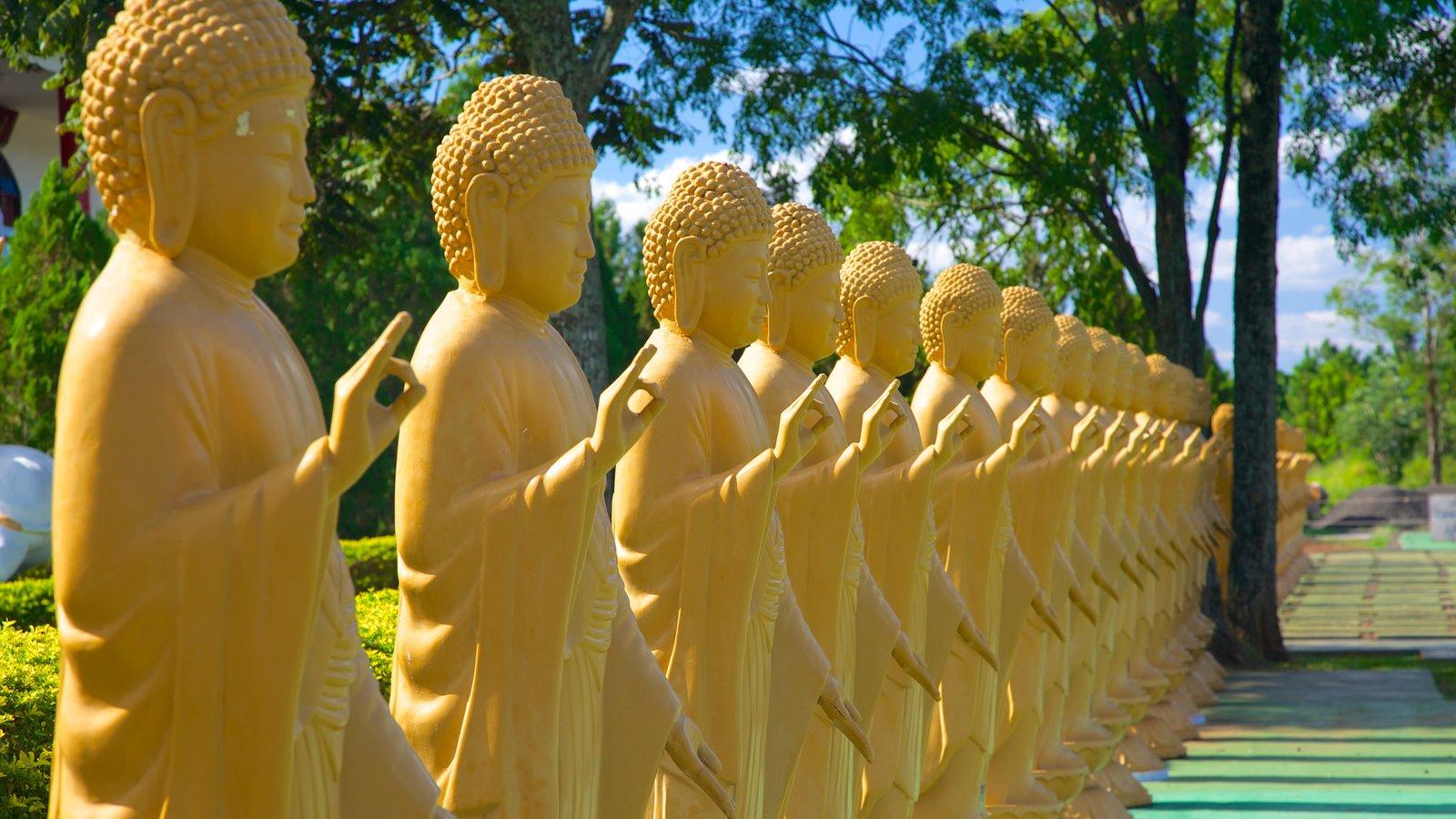 Templo Budista caracterizando um templo ou local de adoração e aspectos religiosos