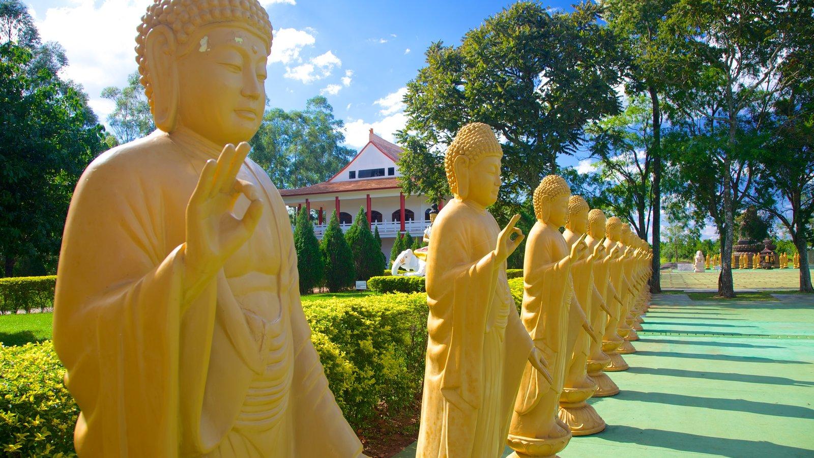 Templo Budista caracterizando elementos religiosos e um templo ou local de adoração