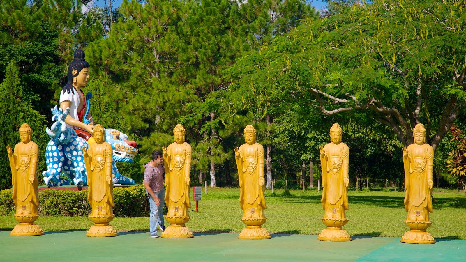 Templo Budista mostrando um templo ou local de adoração e aspectos religiosos