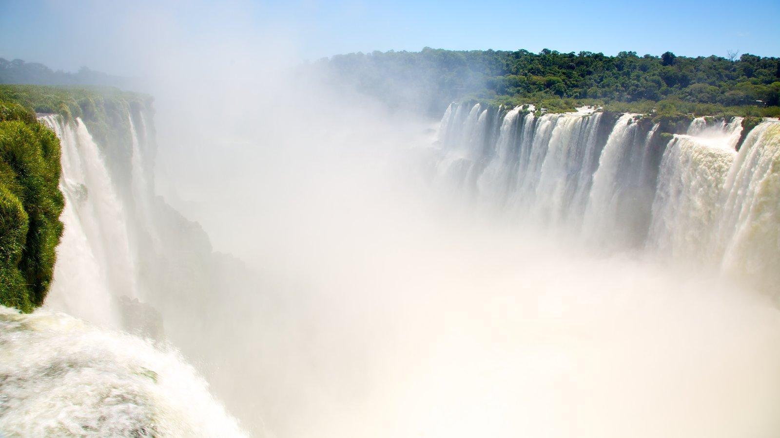 Garganta do Diabo caracterizando neblina, paisagem e uma cascata