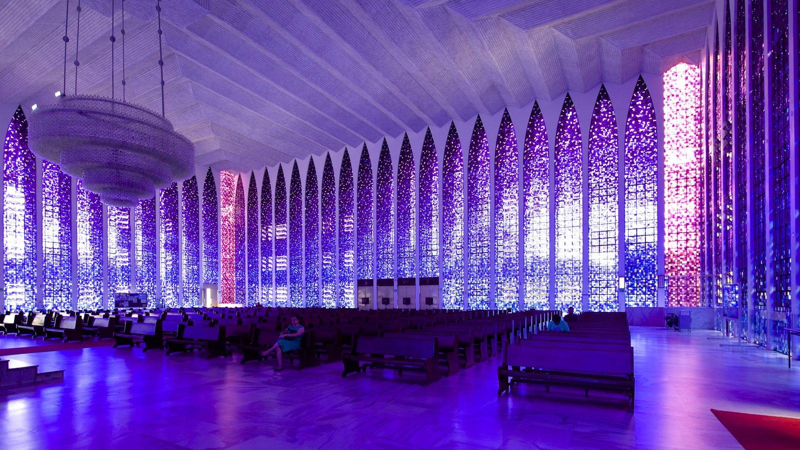 Santuário Dom Bosco caracterizando aspectos religiosos, vistas internas e uma igreja ou catedral
