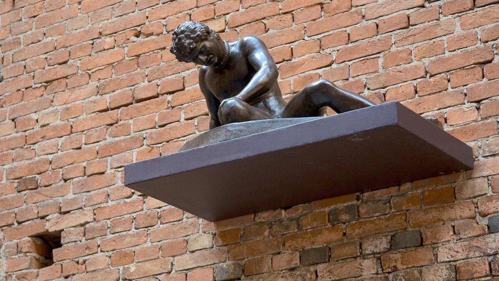 Pinacoteca do Estado caracterizando arte ao ar livre, uma estátua ou escultura e arte