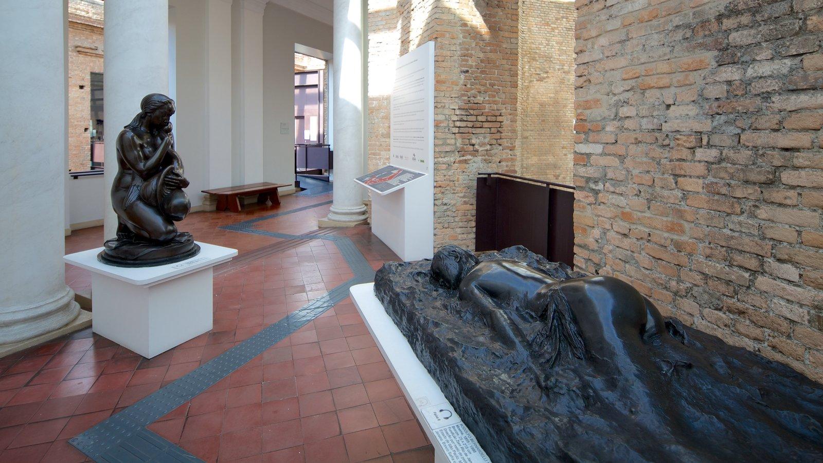 Pinacoteca do Estado mostrando uma estátua ou escultura, vistas internas e arte