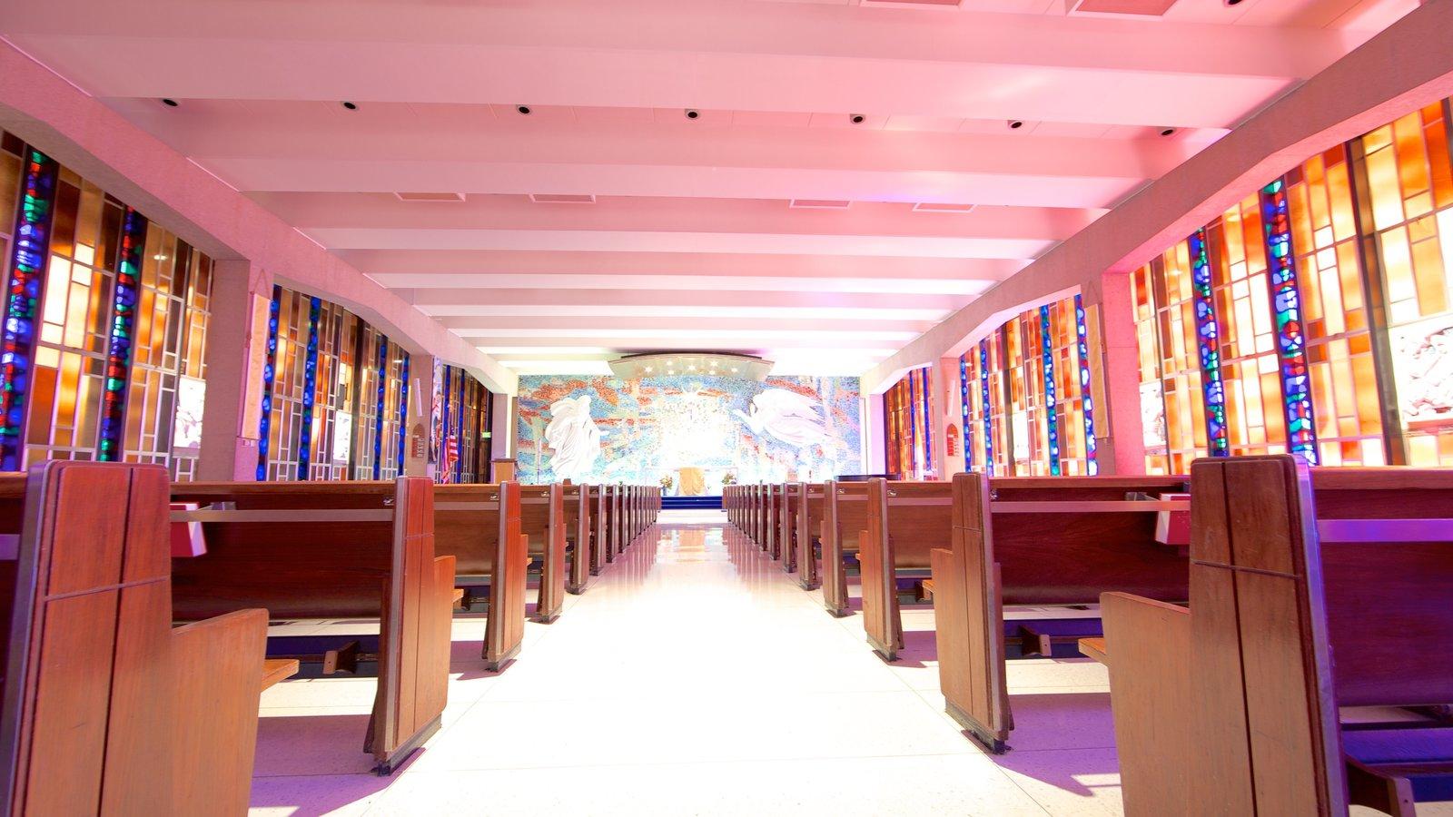 US Air Force Academy caracterizando arquitetura moderna, uma igreja ou catedral e vistas internas