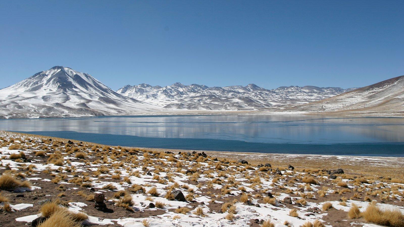 Chile mostrando um lago ou charco e neve
