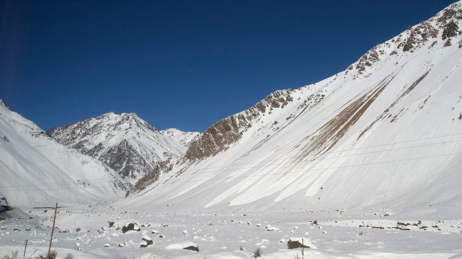 Chile caracterizando neve e montanhas