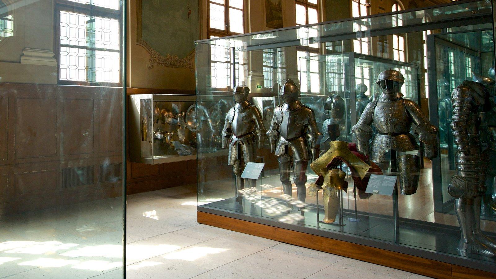 Les Invalides showing interior views