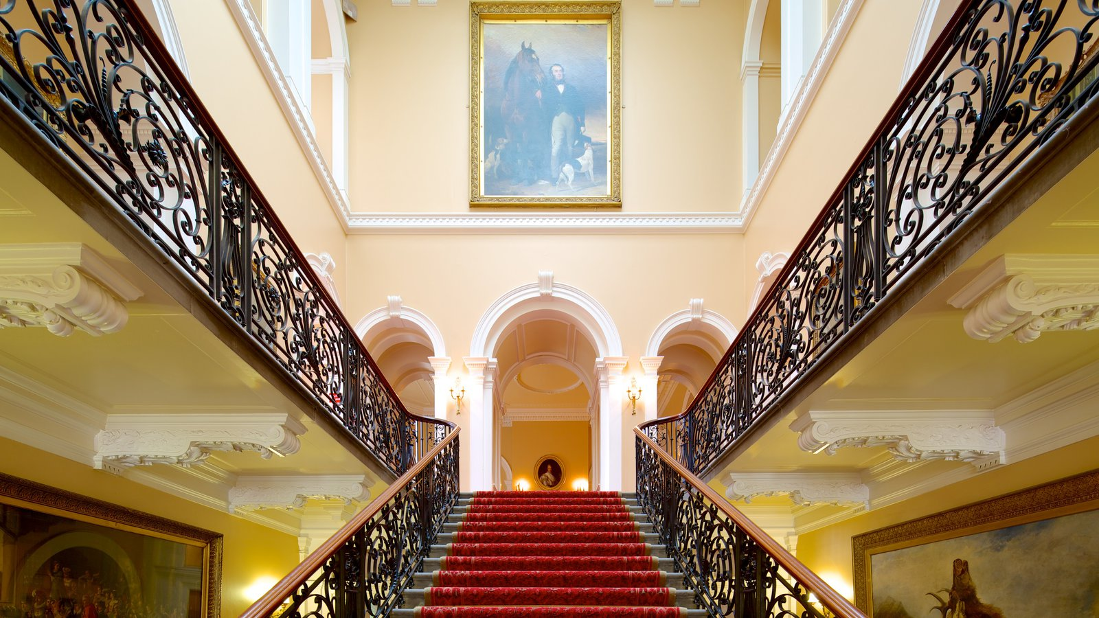 Croxteth Hall and Country Park ofreciendo un edificio administrativo, vistas interiores y castillo o palacio
