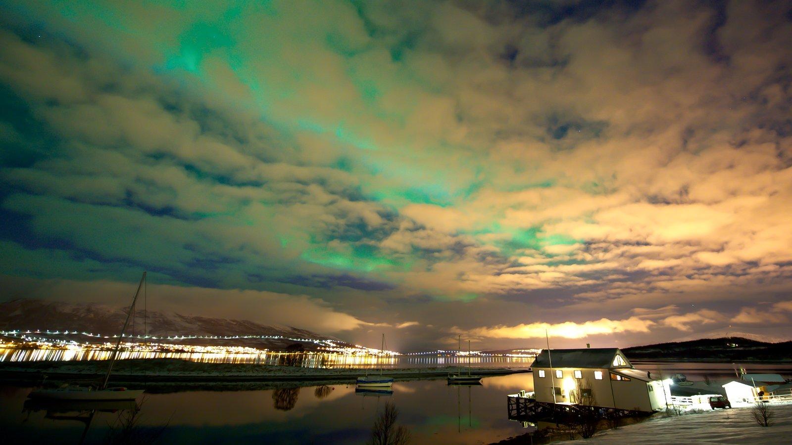 Tromso caracterizando cenas noturnas e aurora boreal