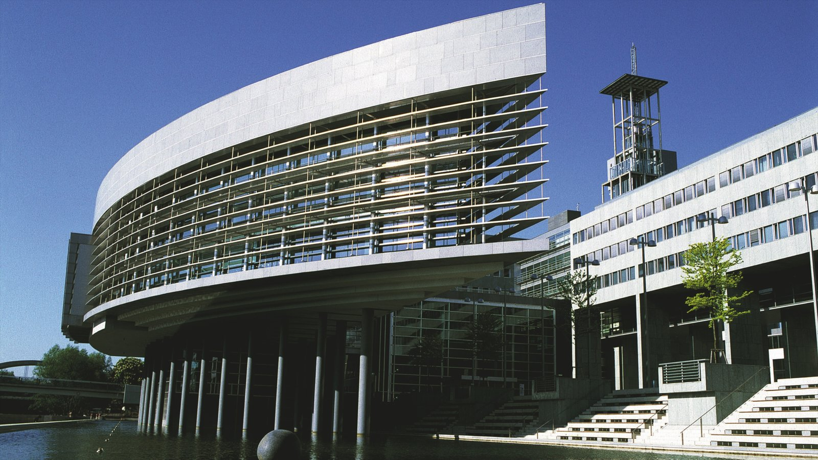 Sankt Pölten mostrando arquitectura moderna