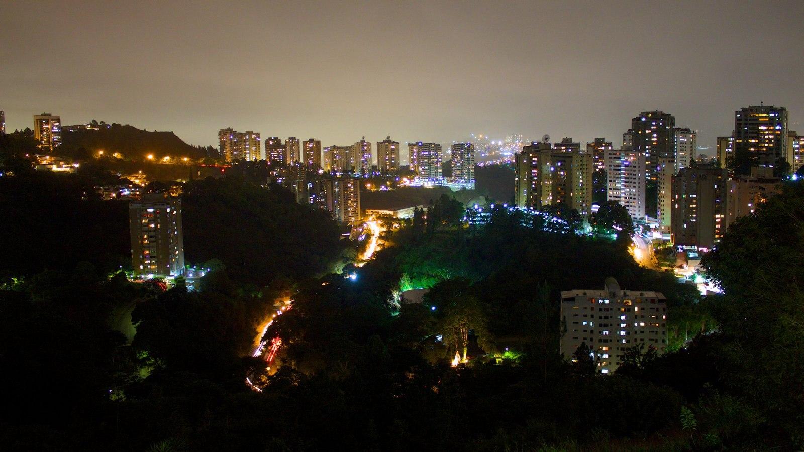 Caracas que inclui uma cidade e cenas noturnas