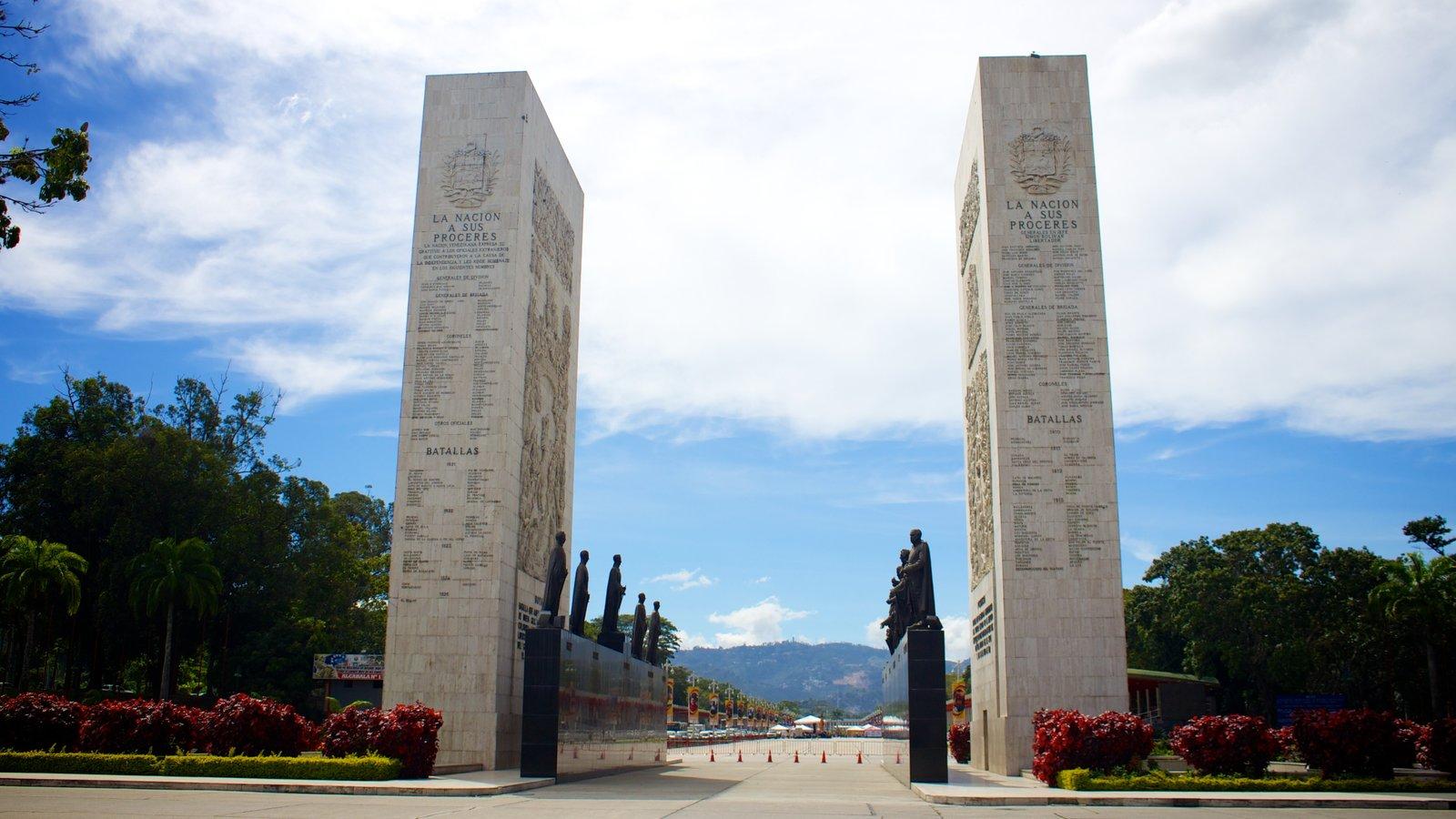 Paseo de los Próceres caracterizando um monumento e um memorial