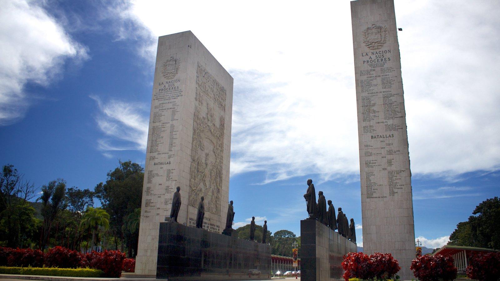 Paseo de los Próceres mostrando um memorial e um monumento