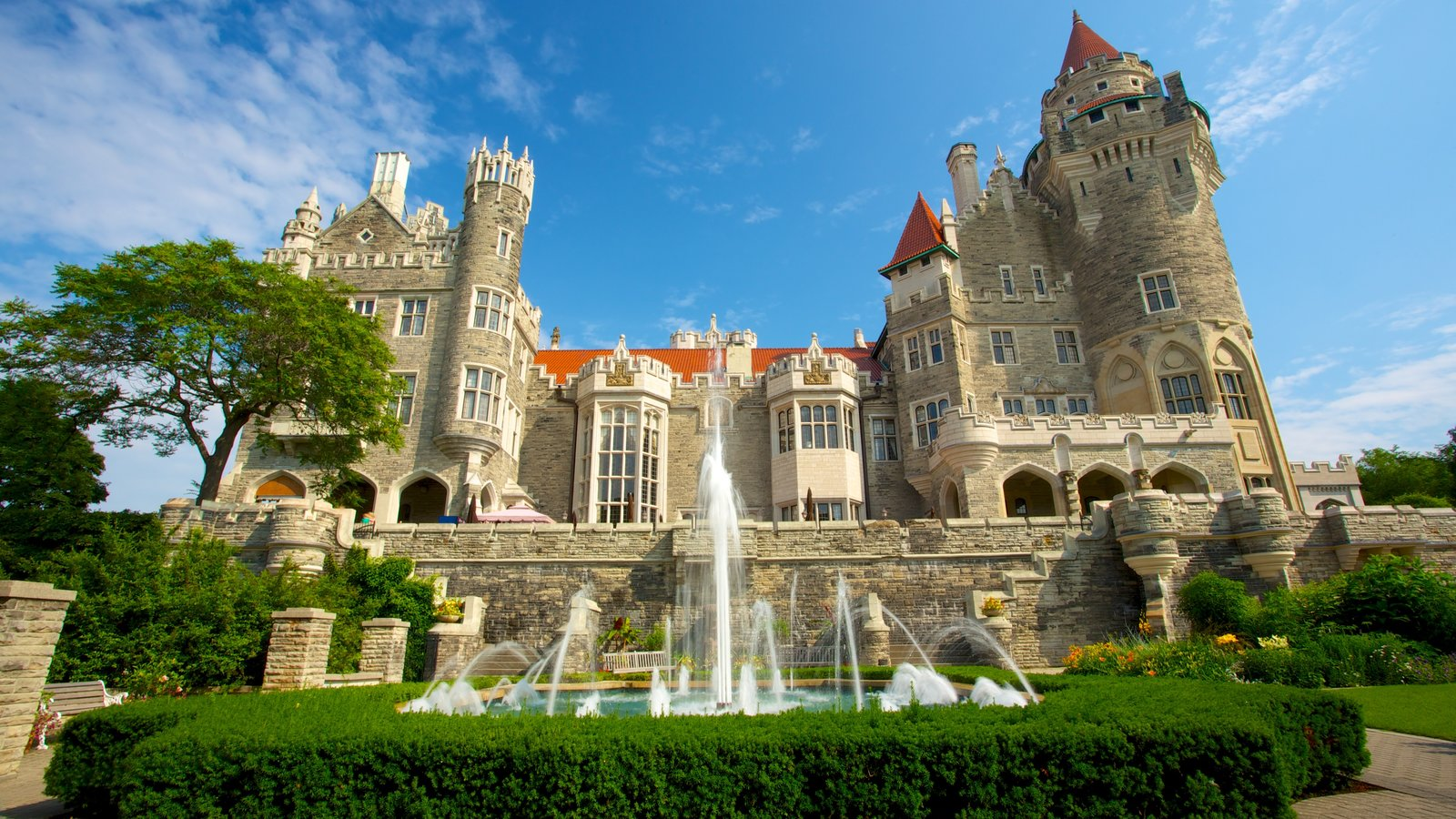 Ontario showing heritage architecture, a fountain and chateau or palace