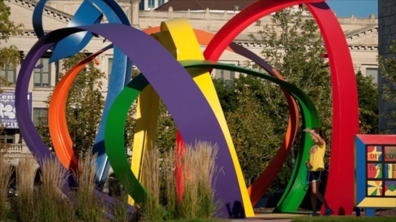 Downtown Omaha que inclui arte ao ar livre