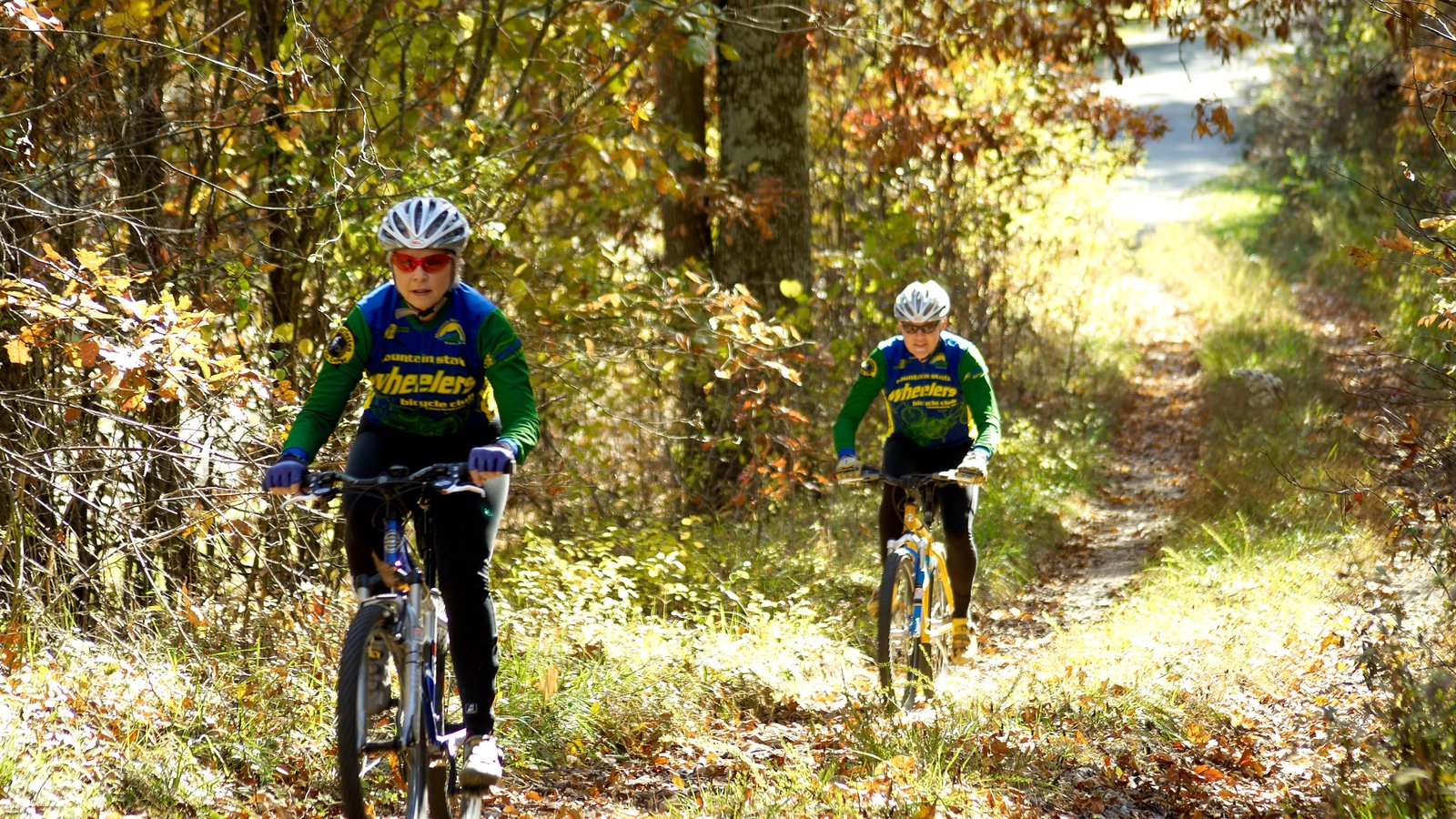 Charleston que inclui mountain bike, um evento desportivo e florestas