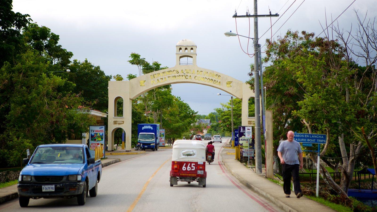 Flores ofreciendo una ciudad costera, turismo y escenas urbanas