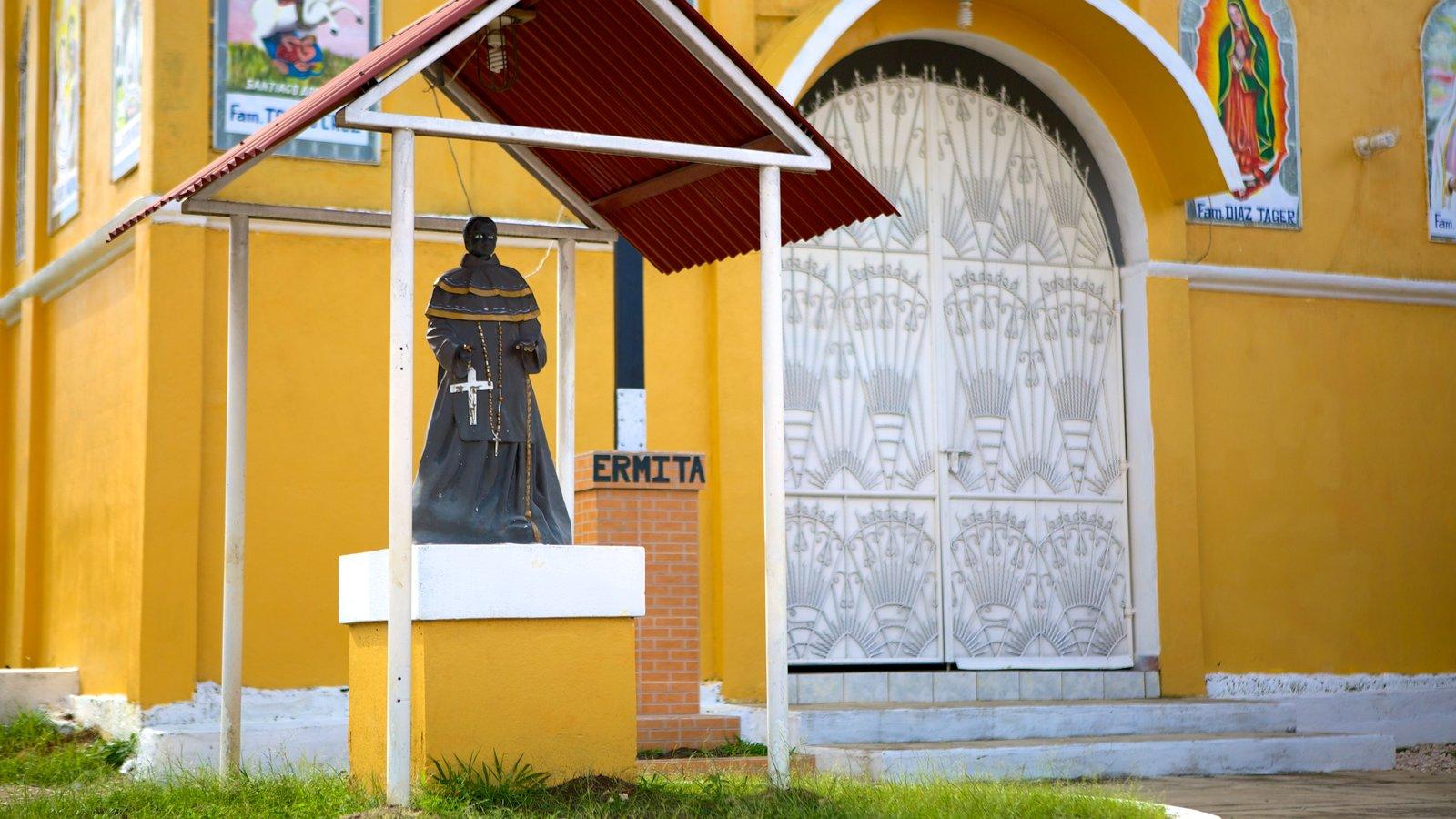 Santa Elena caracterizando aspectos religiosos e uma igreja ou catedral