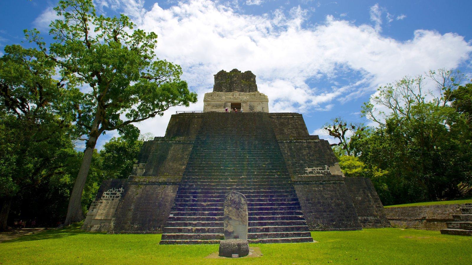 Tikal mostrando uma ruína, elementos de patrimônio e arquitetura de patrimônio