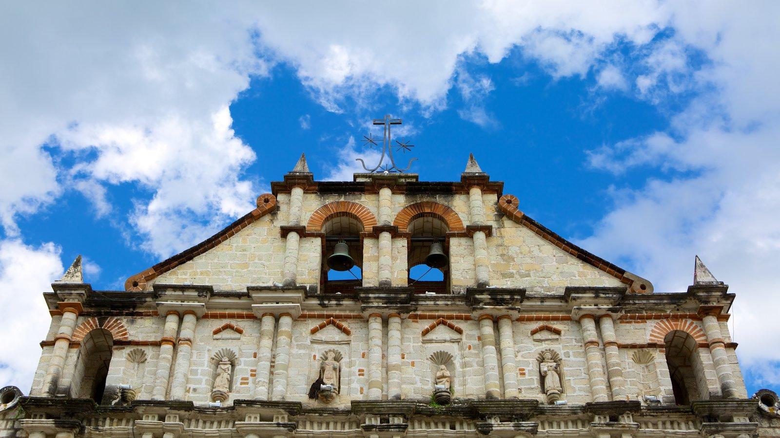 Igreja de São Francisco caracterizando elementos religiosos, arquitetura de patrimônio e uma igreja ou catedral