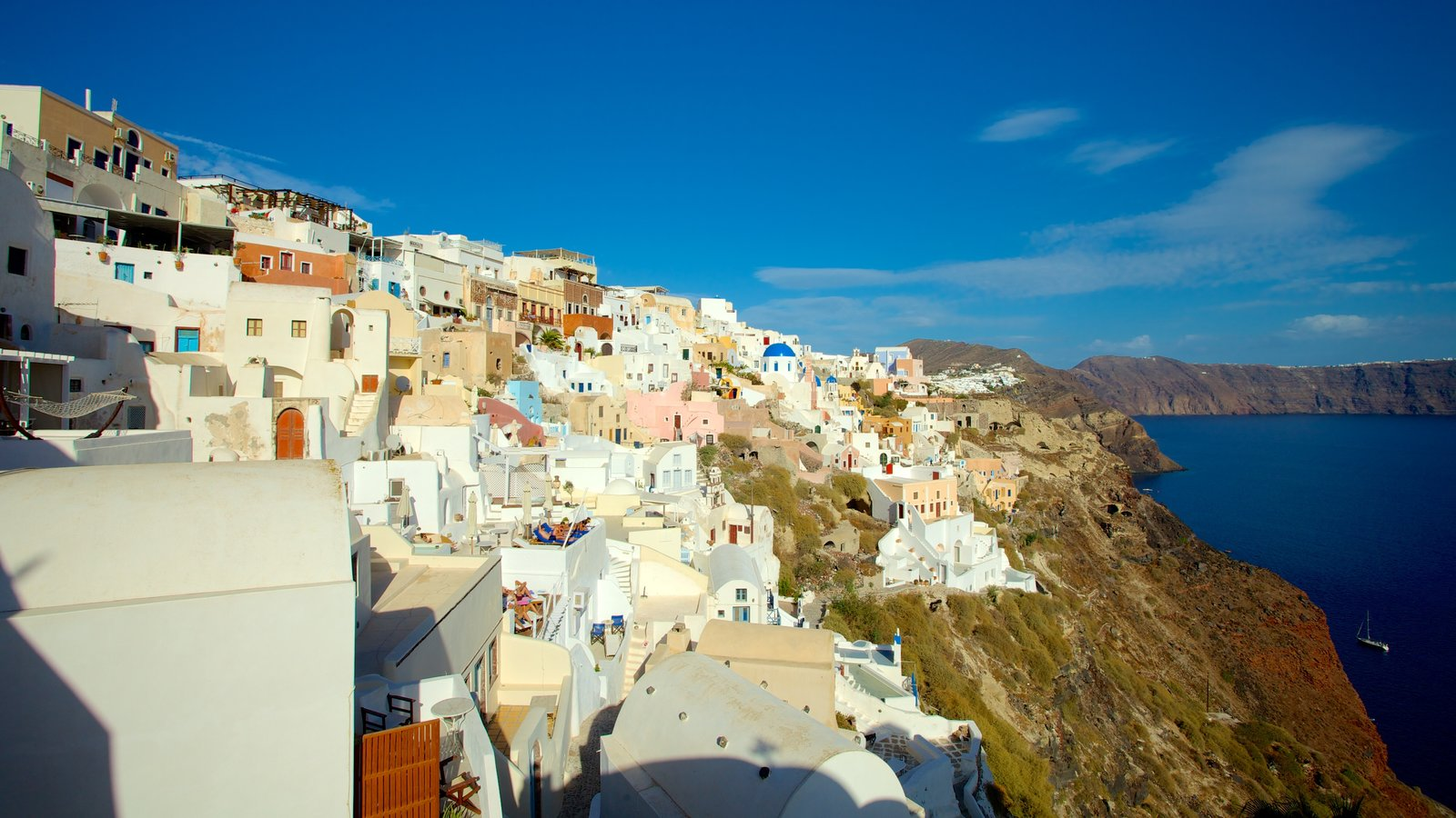 Oia showing general coastal views and a coastal town